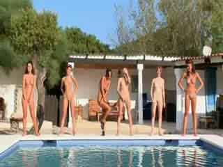 Six nahý holky podle the kaluž od poland