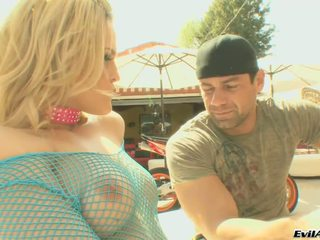 Awesome marco banderas, alexis texas play sikiş oýun here without a stitch on