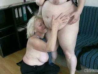 Loira vovó loves having lésbica sexo