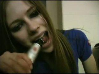 Avril lavigne flashing κιλοτάκι.