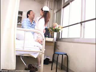 Dame krankenschwester und alt farts voyeur sex