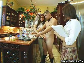 뿔의 아기 brandi belle gets 그녀의 입 busy 빨기 a 단단한 사람 사탕 과자