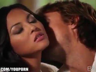 Грудаста beauty adrianna luna seduces її людина для палкий секс