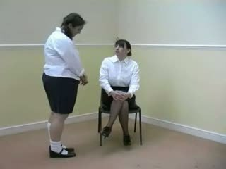 Skolniece gets viņai bottom warmed