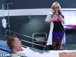 Umazano blondinke doktor alena croft helps ji bolnik občutek bolje