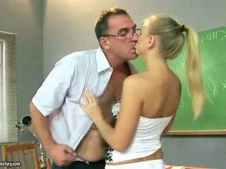 Sexy adolescente chica follando alrededor madura pedagogue