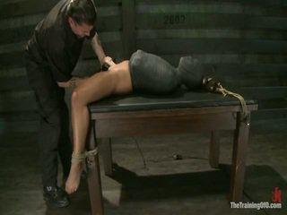 Adrianna experiences restrictive slavery og sinn dicklicking orgasms onto dag 3.