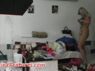 Krūtainas čehi blondīne has jautrība uz aizkulises
