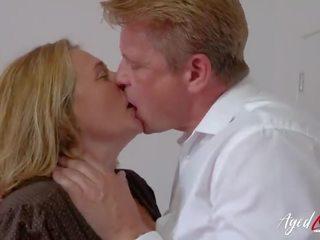 Agedlove kaslı cinsel intercourse dıldo