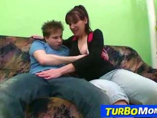 Irsuto casalinga karin sesso con un giovanissima ragazzo