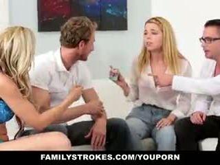 Familystrokes - famille jeu nuit orgie