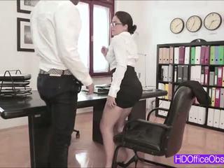 Горещ секретар valentina nappi прецака от негов шеф вътре на офис