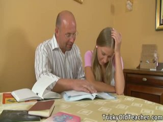 Marvelous studente pleases haar immoral leraar.
