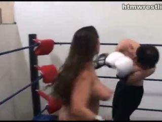 Vrouwelijke dominantie boksen beatdowns - wimp gets dominated