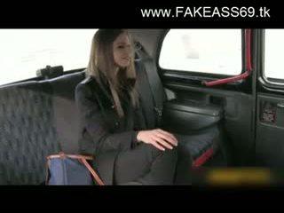 Didelis titted blondinė pakliuvom sunkus iki fake taxi driver