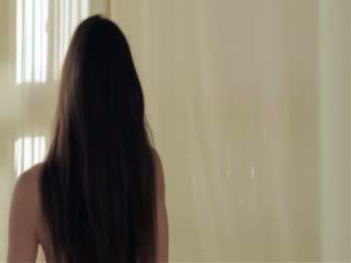 Supermodel pornozvaigzne uz melnādainas lolly pop