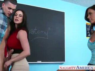 Sex teachers kendra lust und whitney westgate sharing schwanz im klassenzimmer