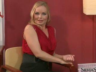 Carmen croft takes su raiment apagado en thowdys entrevista