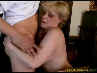 Vecs māmiņa gets sperma