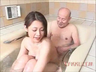 Maki tomoda vieux homme et milf 2