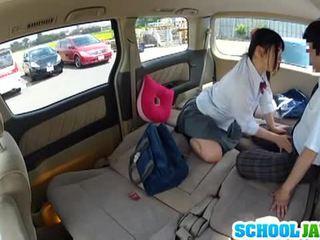 Японська школярка banged в a parking багато