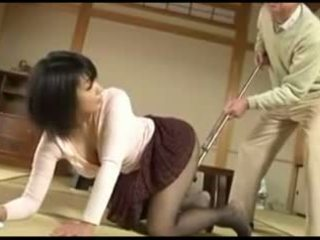 Oud man en sexy japans jong vrouw
