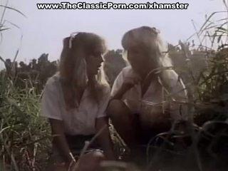Класичний порно в the ліс з two дами