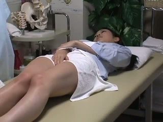 Spycam reluctant bashkëshorte has argëtim me the masseur
