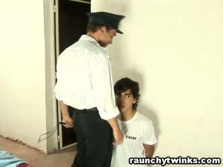 Štíhlý tw-nk tastes vězení guard's velký tuk kohout
