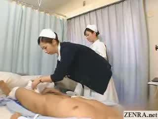 ญี่ปุ่น พยาบาล practices เธอ ใช้มือ เทคนิค
