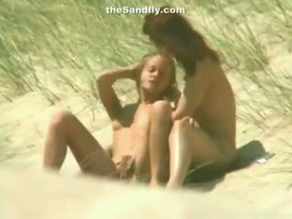 Basah faraj masturbation pada orang yang suka bertelanjang/ berbogel pantai