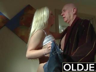 Ištvirkęs rytas seksas senas jaunas porno mergina gets pakliuvom