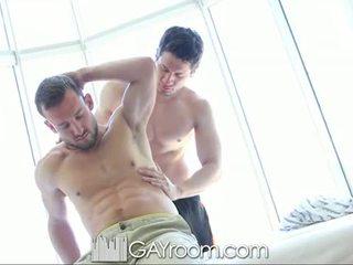 Gayroom أشعر muscle guy مارس الجنس بعد نفط mas