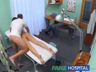 Fakehospital cachonda estudiante gets un bueno follando desde doctor