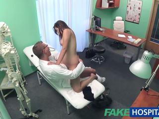 Fakehospital daktaras examines miela karštas seksualu pacientas: porno e8