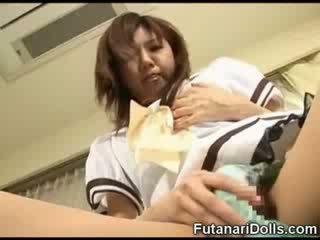 Futanari pop licks eigen lul!