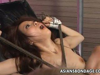 Asians bondage: tied lên á châu penetrated với fucking máy