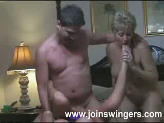 Rijpere groep swingers intimacies