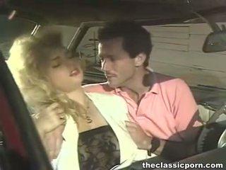 Gek neuken in de retro auto