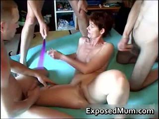 Mãe spanked e fodido