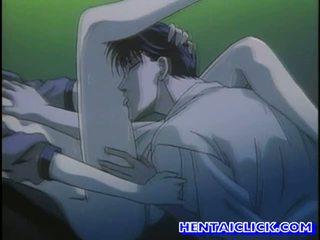 Virgin hentai guy getting viņa dzimumloceklis sucked