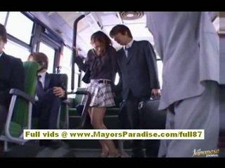 Nao yoshizaki sexig asiatiskapojke tonårs på den tåg