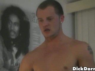 Homo оргия в а обща спалня стая
