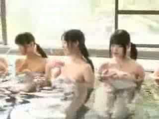 Kails jauns japānieši hotties uz peldēt klase video