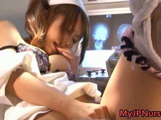 Akina прекрасний азіатська медсестра expand її twat