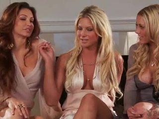 Angelina polska é being interviewed sobre dela peitos