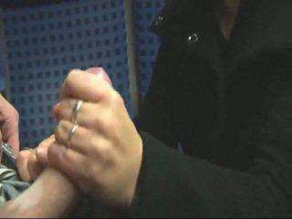 Аматьори блондинки мастурбиране & чукане в влак