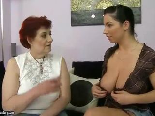 Gras bunica și pieptoasa adolescenta appreciating lesbo porno
