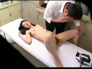 Spycam pervertert doktor uses unge pasient 02
