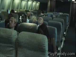 2 geil stewardesses weten hoe naar alsjeblieft de passengers